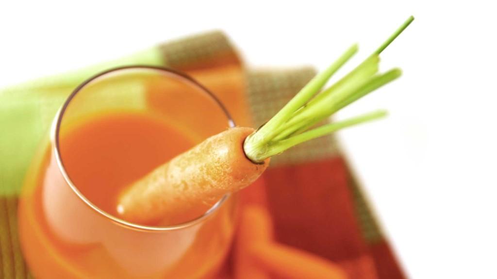 priprema soka od sargarepe - mrkve i jabuke