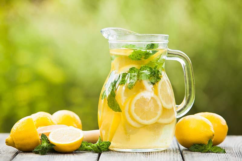 limun sa vodom za mrsavljenje