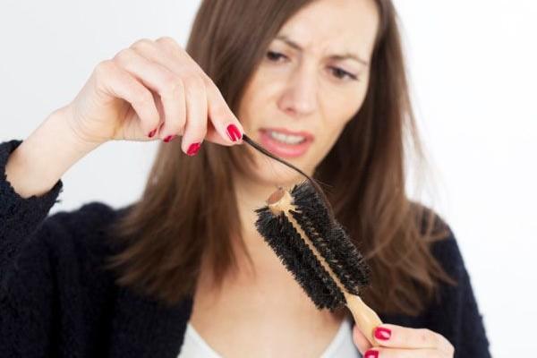 Opadanje kose kod muškaraca i žena - uzroci i lečenje